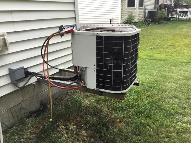 New Albany, OH - I added 1.5 pounds of Refrigerant R-22 Freon into a 2002 Bryant