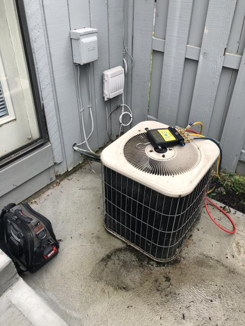 Reynoldsburg, OH - Quoted TXV replacement for the 2004 Lennox  to customer, customer decided to replace full system due to age and condition of equipment.