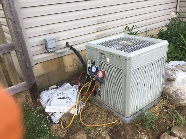 Lewis Center, OH - Performing our Five Star Tune-Up & Safety Check on 2005 Trane . All readings were within manufacturer's specifications, unit operating properly at this time.