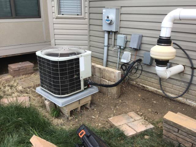 Groveport, OH - I added Easy Seal along with 1 pound of Refrigerant R-22 Freon in the 2002 Bryant