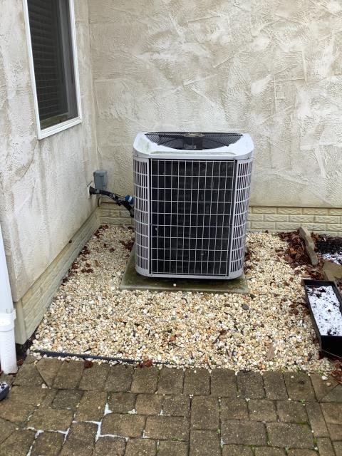 Westerville, OH - I completed a callback install call on a Carrier 14 SEER 2 Ton Heat Pump. Found thermostat not working - charged manually, system outdoors working properly.