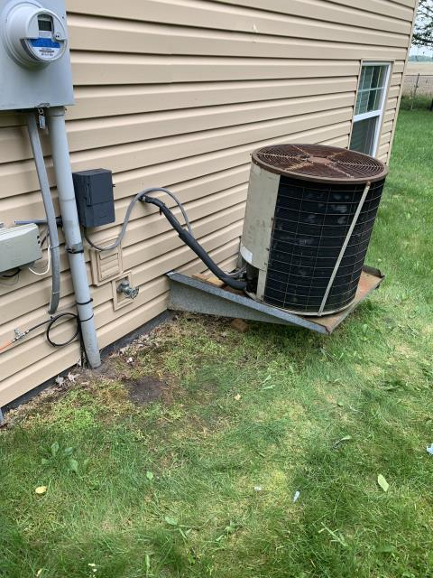 Galloway, OH - Client requested an estimate to replace an air conditioner.  I recommend replacing it with a Five Star 13 SEER 2.5 Ton Air Conditioner.  Included in the estimate is a 1 year free service maintenance agreement.