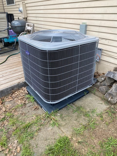 Pataskala, OH - I completed a call back service on a Carrier 15 SEER 2.5 Ton Heat Pump. Found low voltage wires and that it needed to be re-wired.
