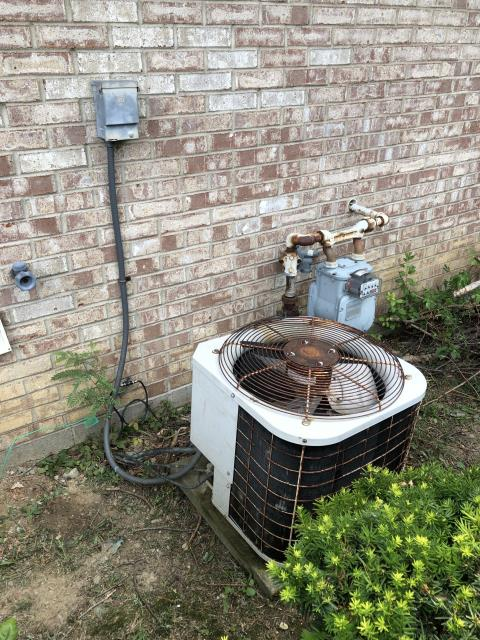 Wilmington, OH - Found failing compressor on Bryant AC. Discussed options with client.