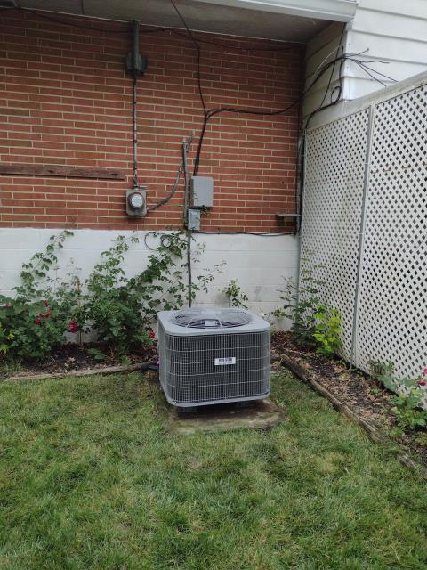 Dayton, OH - I installed a 13 SEER 3 Ton Air Conditioner. System is set and customer is ready for the cooling season.