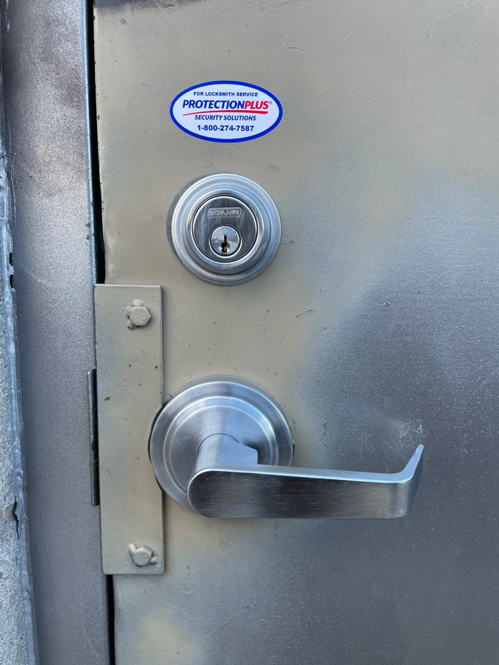 Oakville, ON - Commercial locksmith services installation