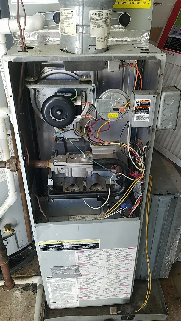 New inducer motor on this Carrier gas furnace. This motor is stocked on the trucks which means repair is made on the spot. Another happy customer thanks to Cool Techs.