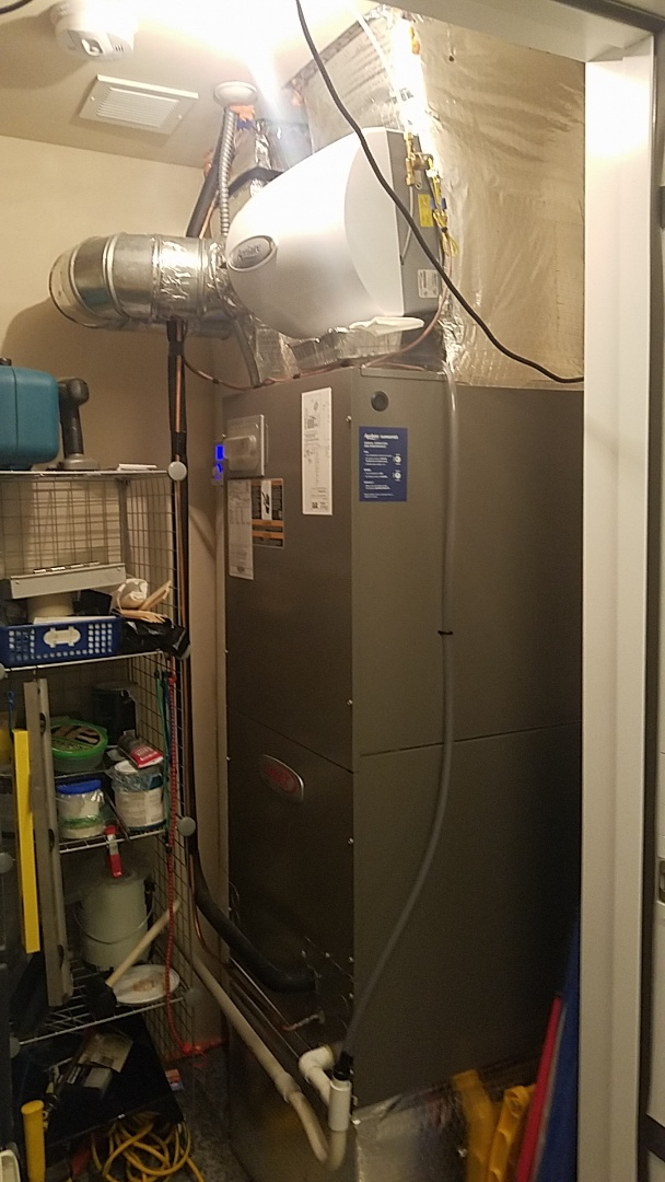 Babylon, NY - Doing a mantainance on a heat pump  changed filter's checked the units operations and electrical connections