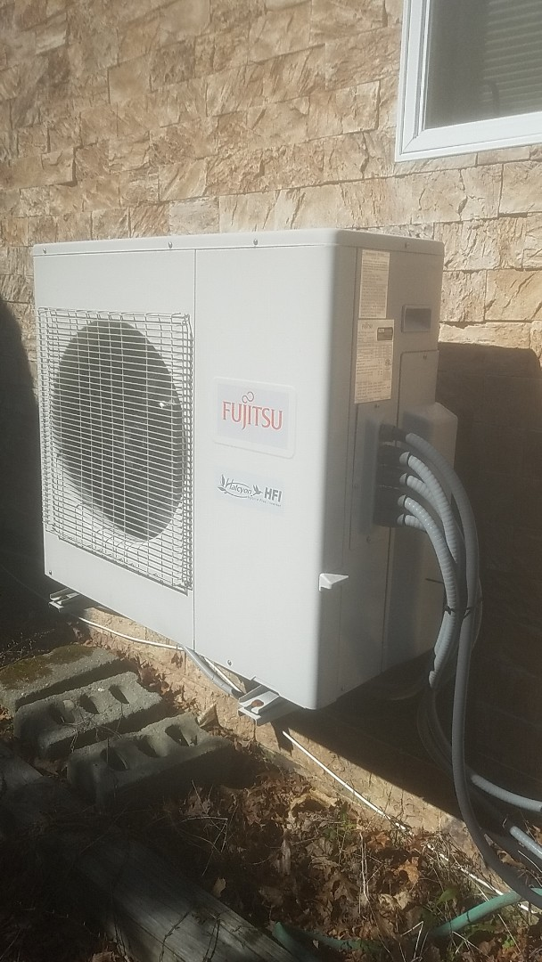 Selden, NY - Performing. Condenser and evapirator deep cleaning in selden on a fujitsu ductless unit