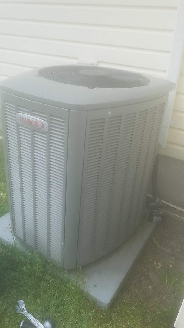 Patchogue, NY - Performing ac pm on a lennox split in patchogue