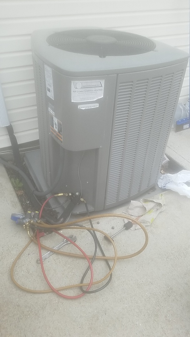 Lindenhurst, NY - Performing ac maintenance on a lennox split in north Babylon