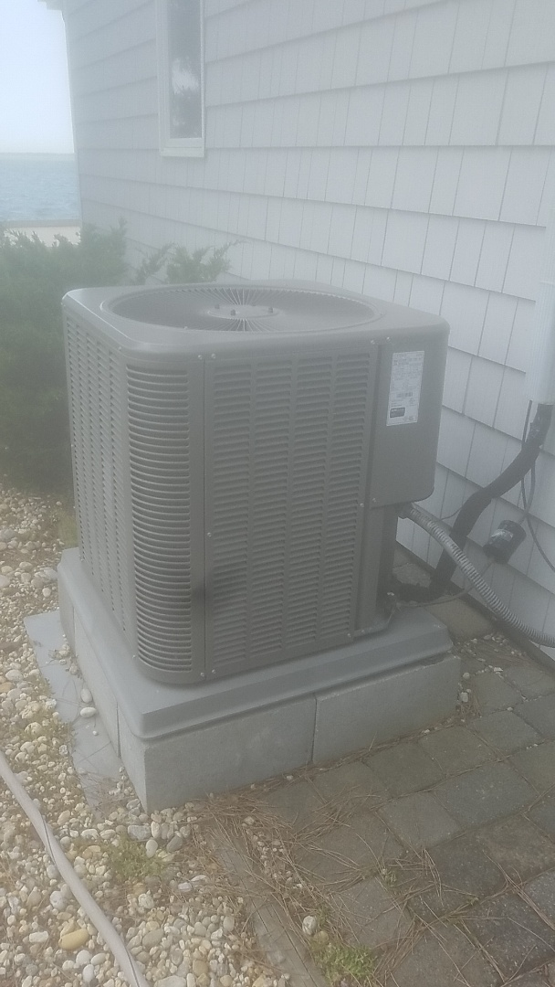 Lindenhurst, NY - Performing ac pm on a lennox split in copiague