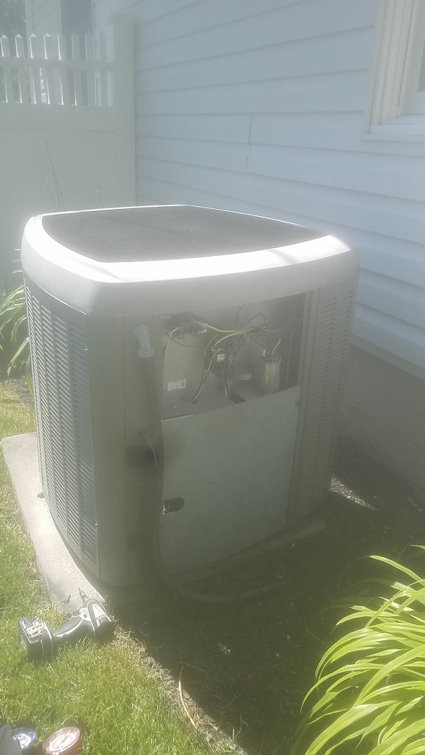 Lindenhurst, NY - Performing ac pm on a lennox split in  holbrook