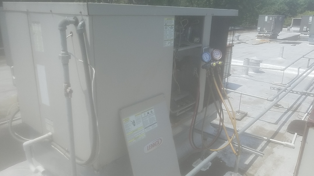 East Islip, NY - Performing ac pm on two lennox rooftops on 175 main ave wheatley heigjts