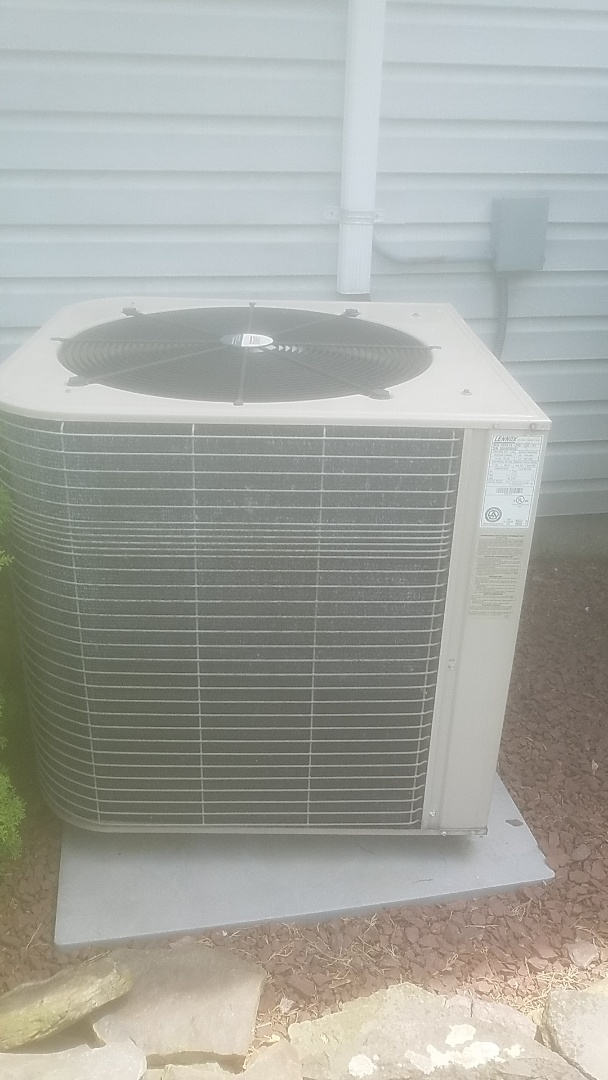 Huntington Station, NY - Completed a repair on a lrmnox split. Replaced capacitor
