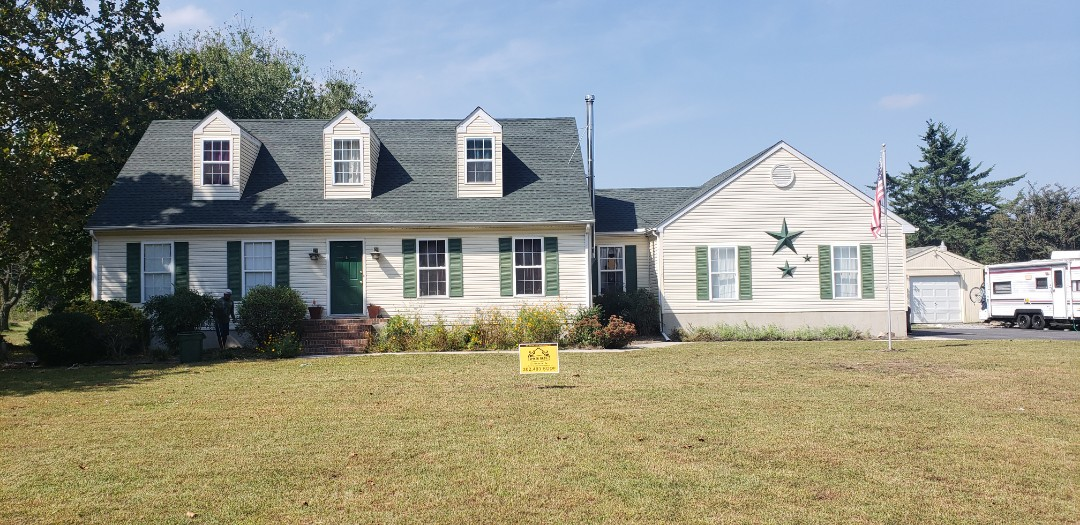 Millsboro, DE - Spicer Bros Construction removed one layer of shingles from the roof deck and installed new GAF Timberline HD Shingles, Hunter Green in color. Home is located near Harbeson, DE.