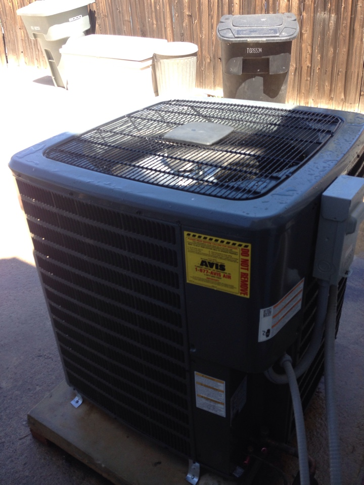 Wildomar, CA - Avis performed ac maintenance on a 2014 Goodman condenser, system is in great condition.