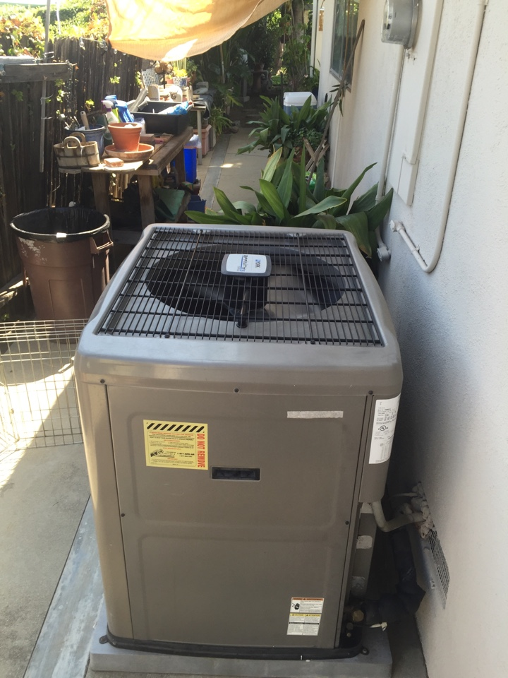 West Covina, CA - Avis performed ac maintenance on a 2006 York condenser, system is in great condition.