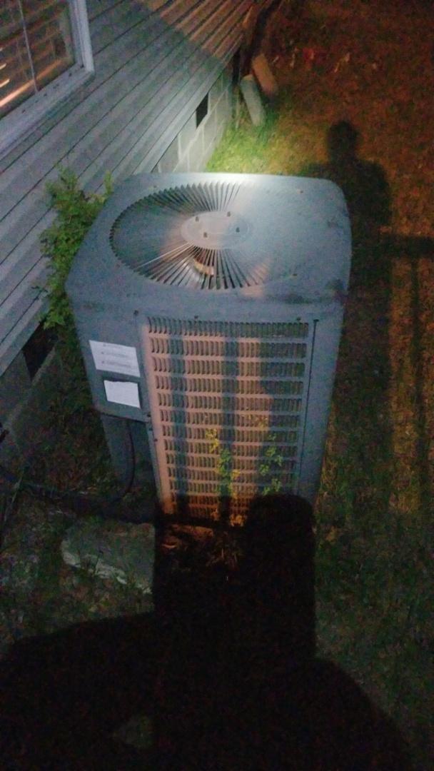 Seale, AL - Working on a Goodman heat pump system in Seale Alabama