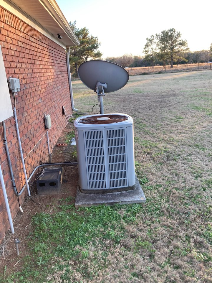 Fort Mitchell, AL - Replacing a fan manager and capacitor on this Trane unit! Ft Mitchell Alabama