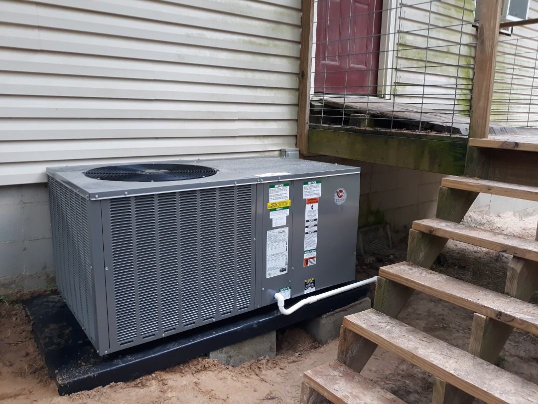 Seale, AL - New energy efficient Rheem heat pump system installed for the McQuigg family in Seale, AL. Call Express Heating and Air Conditioning for your next ac upgrade 706-576-6800.