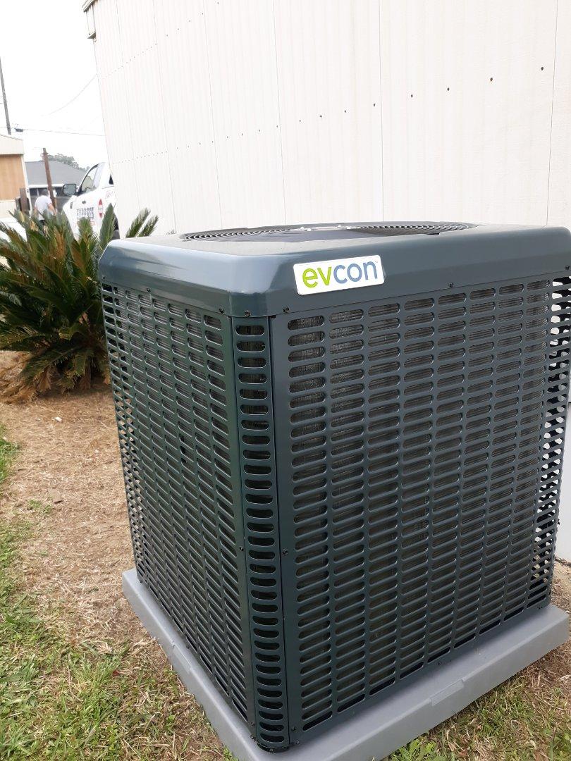 Smiths Station, AL - New energy-efficient heat pump installed in Smiths Station, Alabama.