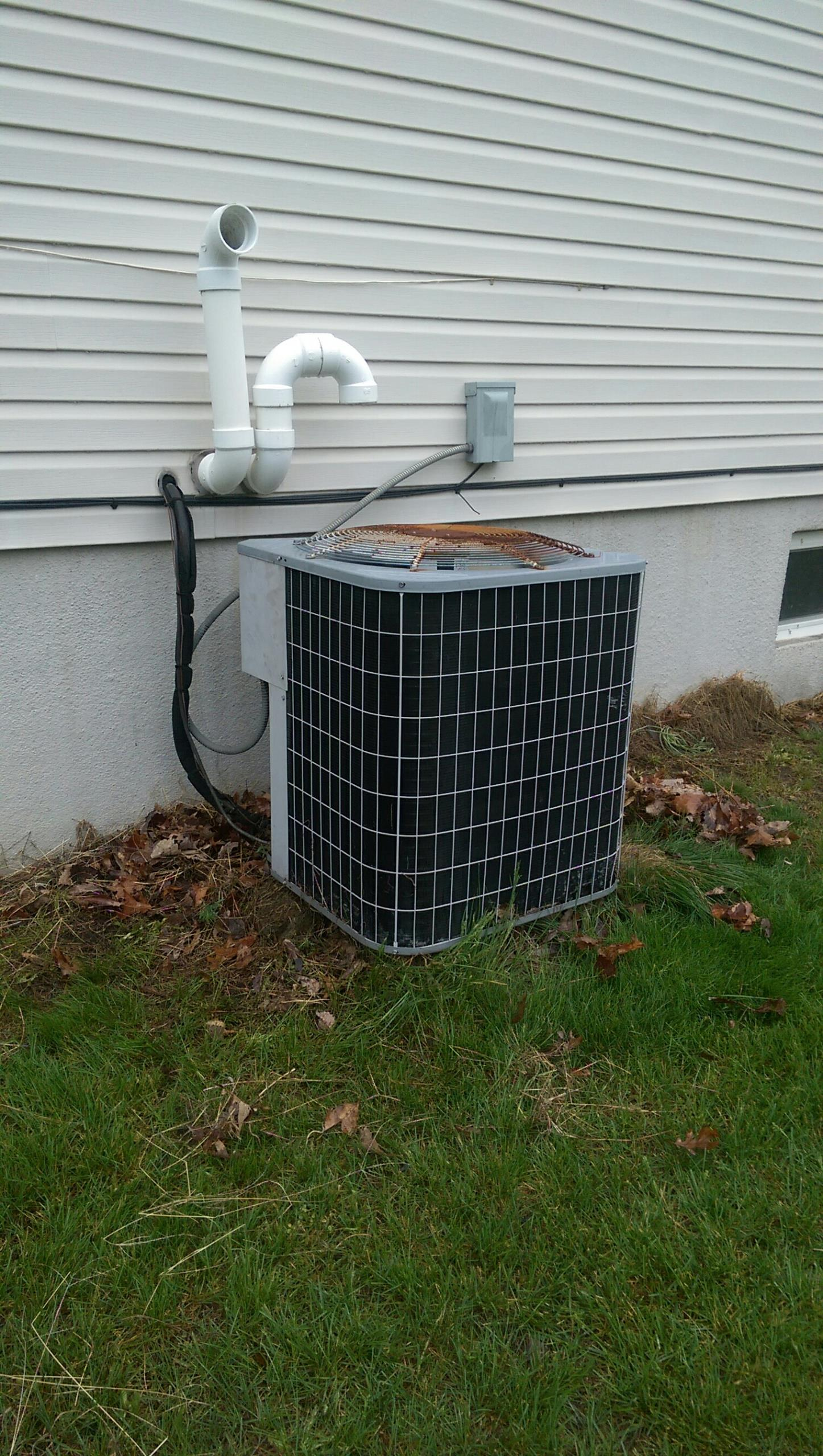 East Stroudsburg, PA - Tune up on a Carrier air conditioning system