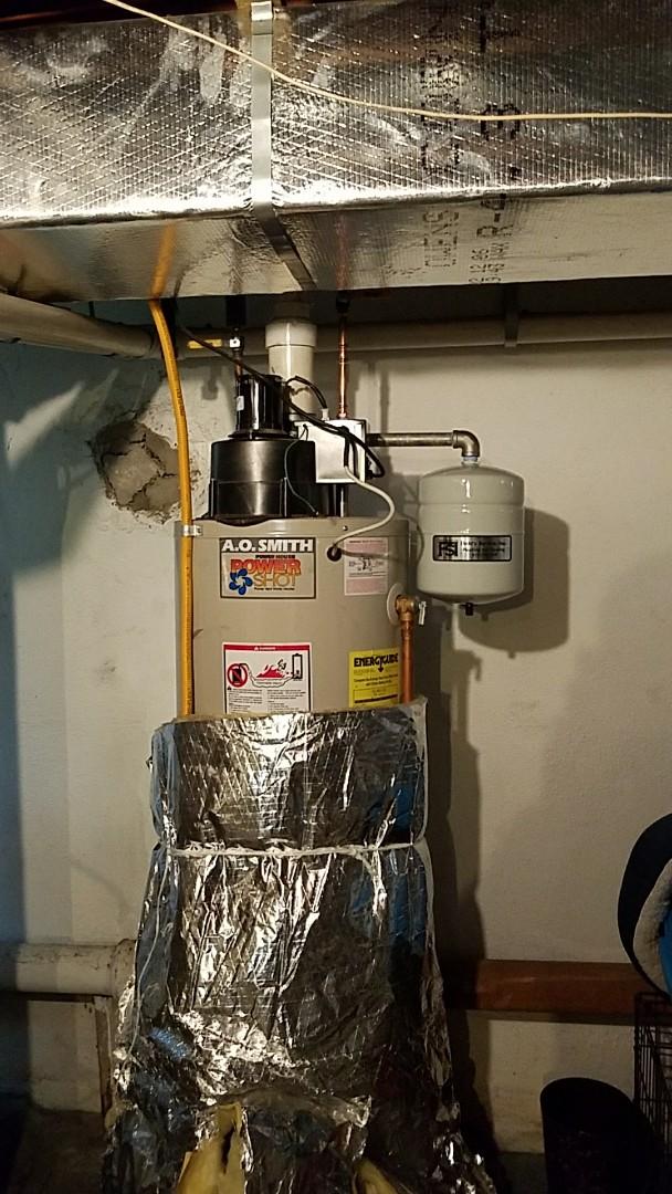 Easton, PA - Water heater is leaking