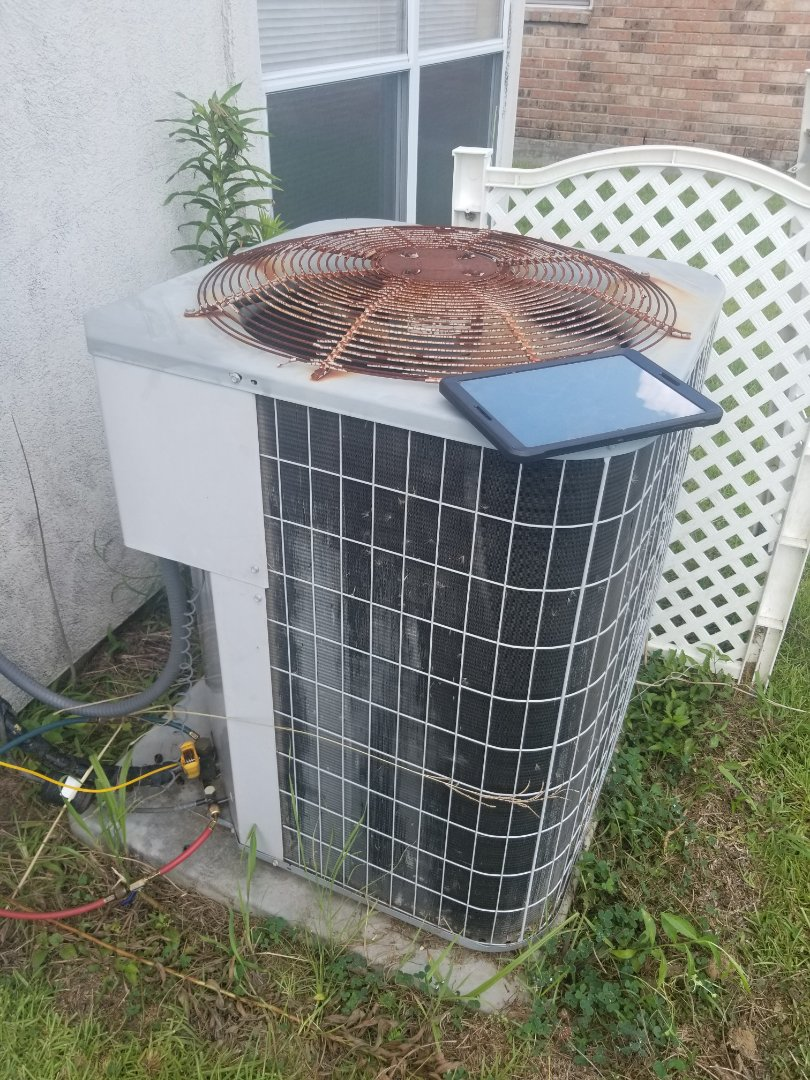 PERFORMED AC MAINTENANCE 2005 CARRIER R22 SYSTEM IN THE GONZALES  AREA