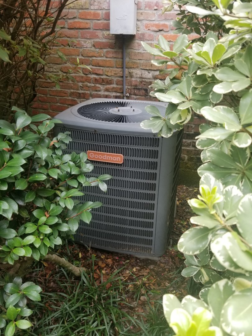 Baton Rouge, LA - PERFORMED AC MAINTENANCE ON 2004 R-22 SYSTEM IN THE BATON ROUGE AREA