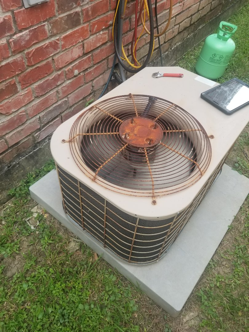 Gonzales, LA - PERFORMED A/C MAINTENANCE ON 2002 R-22 SYSTEM IN THE GONZALES AREA