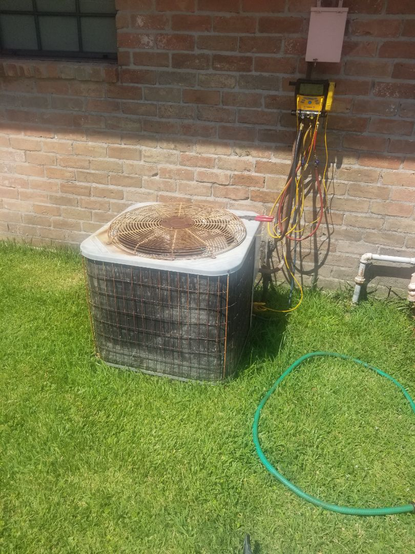 Prairieville, LA - PERFORMED A/C MAINTENANCE ON 2004 R-22 SYSTEM  IN THE BATON ROUGE AREA