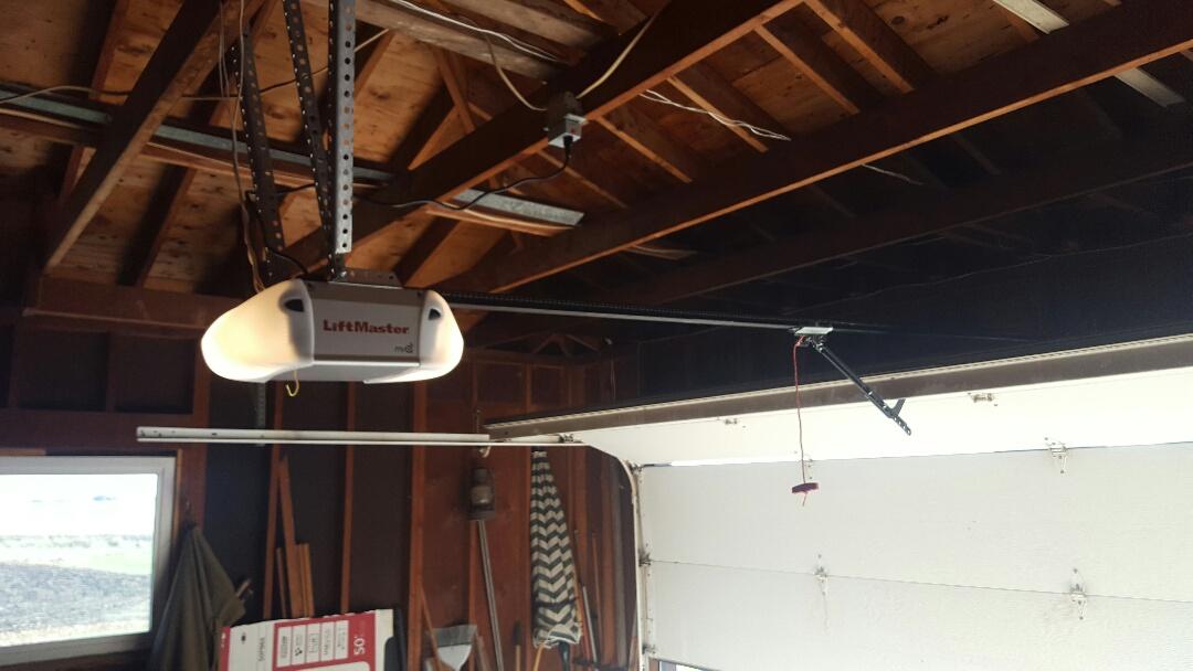 Utica, IL - New 7' chain drive opener.