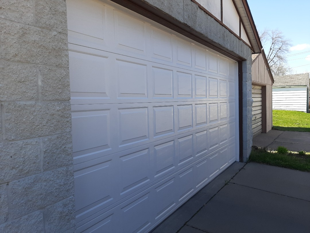 South Saint Paul, MN - Jeremy installed new garage door