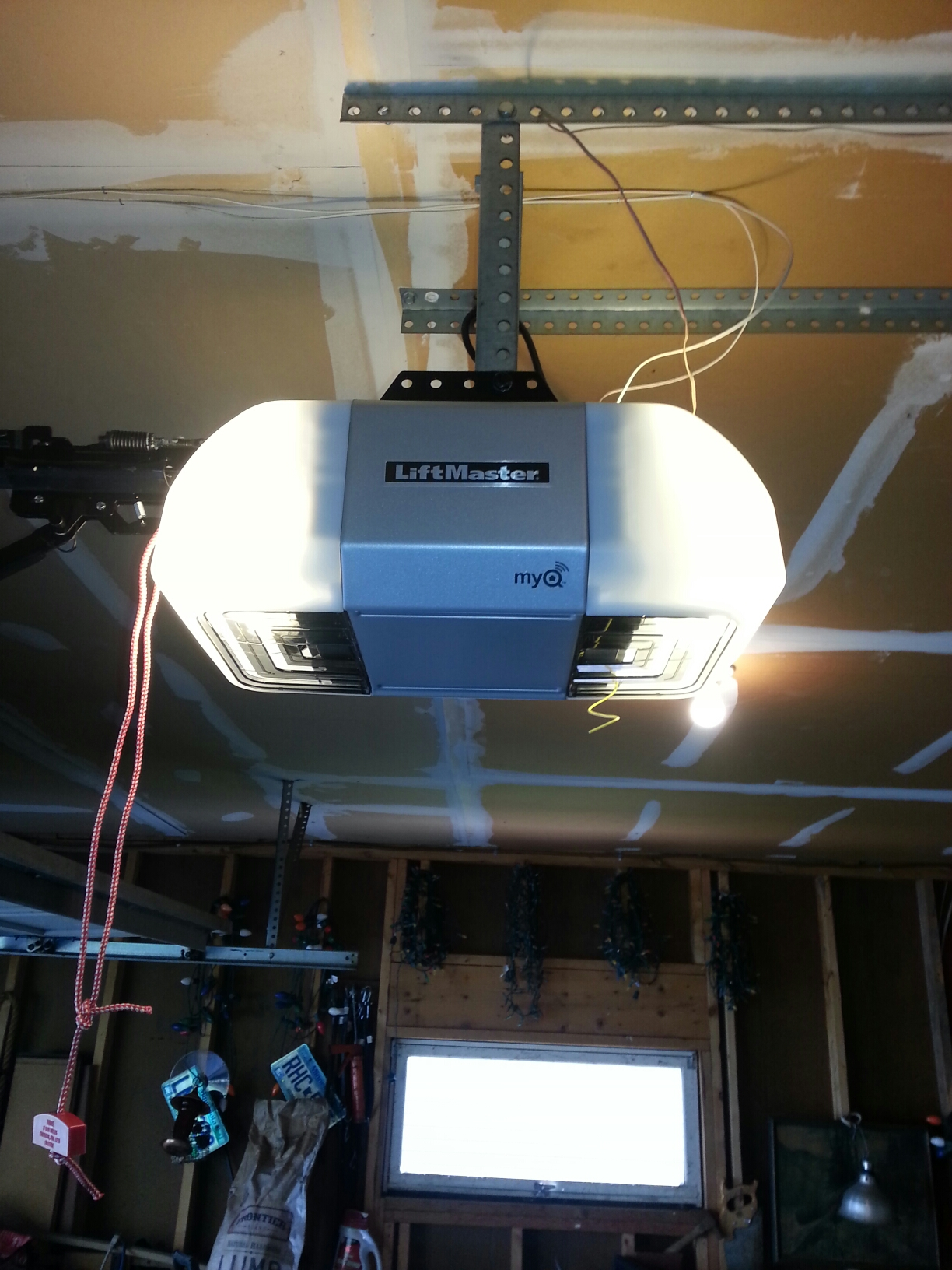 Maple Plain, MN - Jason installed new belt drive Liftmaster garage door opener