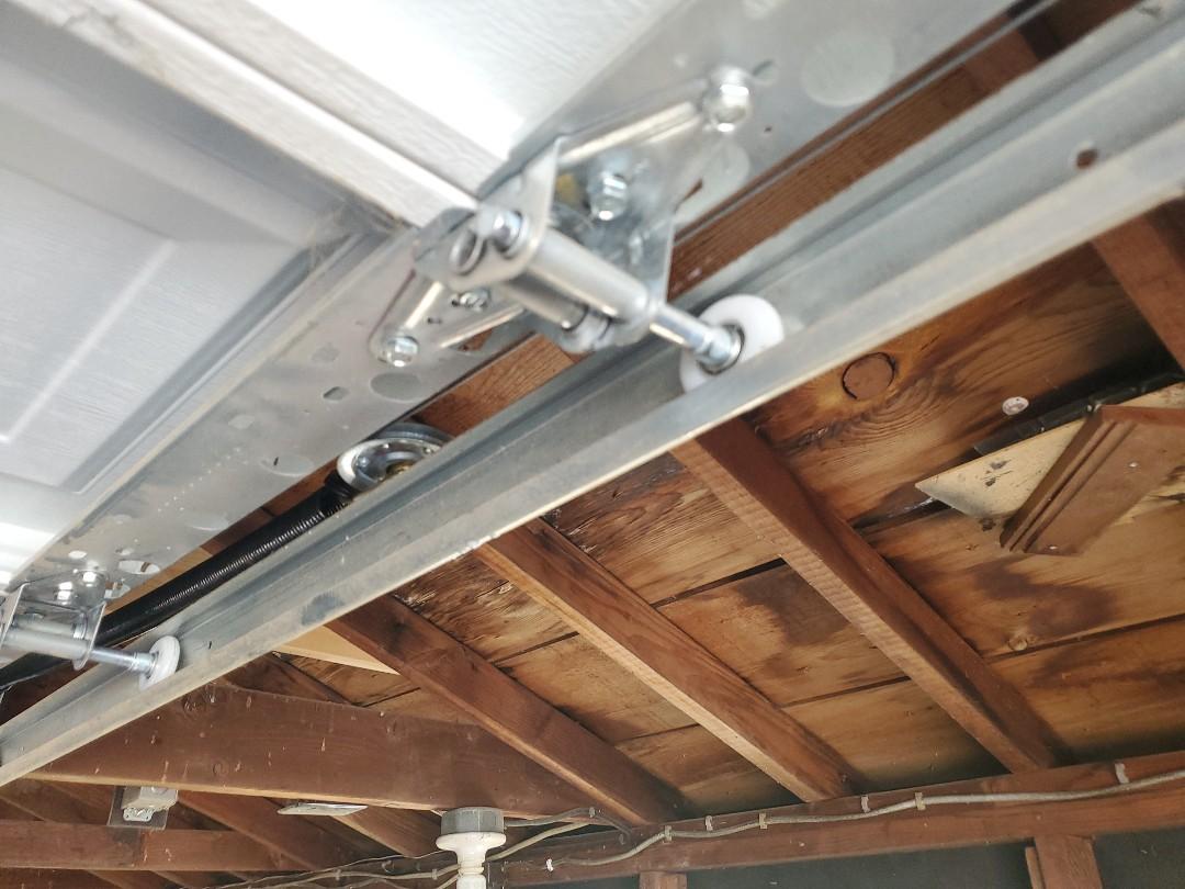 South Saint Paul, MN - Garage door tune-up garage door repair broken roller replacement St Paul Minnesota