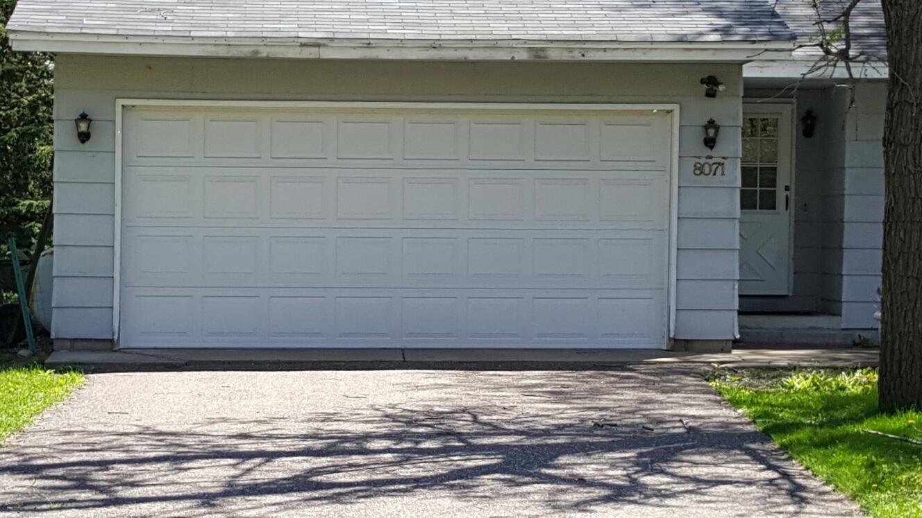 Mounds View, MN - Free garage door replacement estimate new garage doors