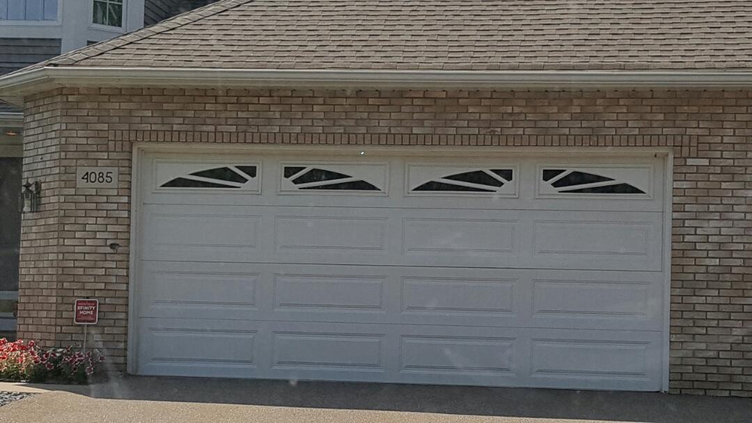 Vadnais Heights, MN - Free estimate for garage door replacement