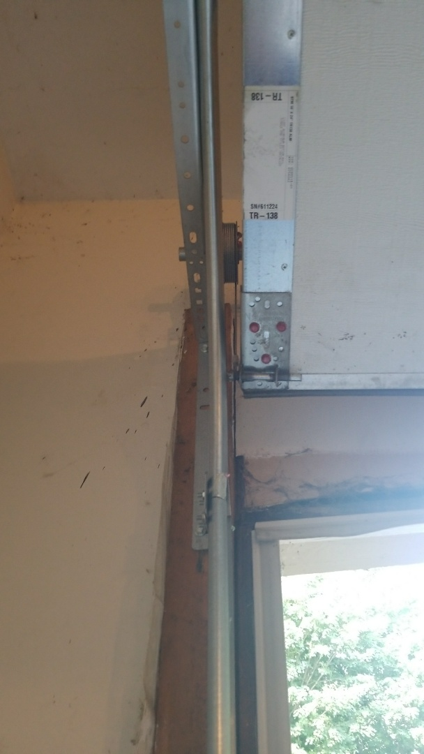 Minneapolis, MN - Garage door service replaced cables