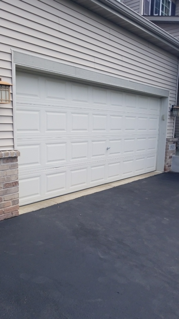 Farmington, MN - Garage door service replaced cables and bottom fixture