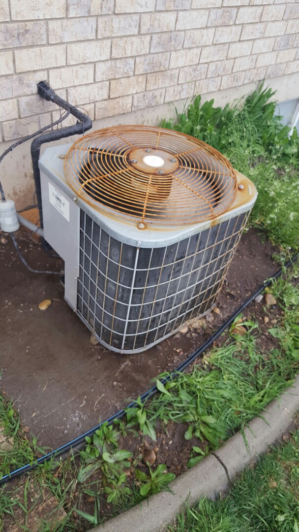 Springville, UT - Carrier air conditioner thirty point inspection and wash of condensing unit