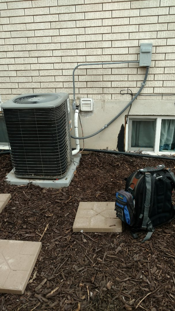 Springville, UT - Reinstall existing condenser pump down and leak checked line set. Checked operation of unit