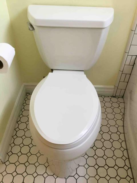 Tustin, CA - Rebuild hallway bathroom toilet with new fill valve and flapper. Reseal toilet tank at bowl, tighten bolts holding tank to bowl.