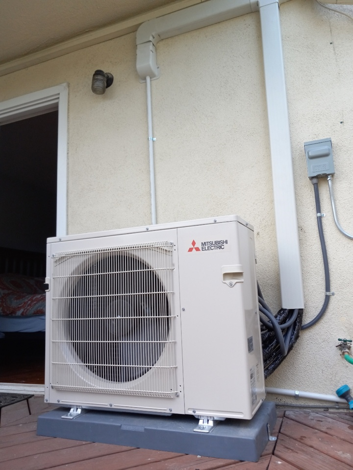 El Segundo, CA - Just installed a 3 zone Mitsubishi 36k outdoor 24k for the living room, 6k btu sons room and 12k in the master bedroom #drductless #cleanenergy #zeroemissions #mitsubishihavc #hvac #mattalba #elsegundo #summeriscoming #diversitech #minisplit #ductless