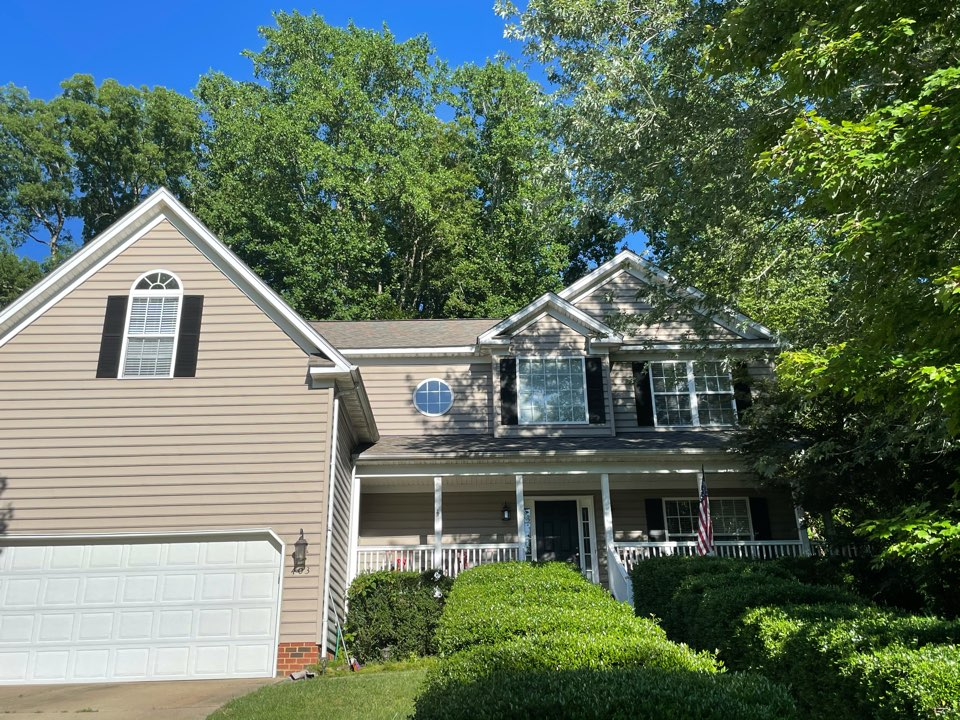 Williamsburg, VA - Just completed a new roof installation using Owens Conning Duration HD lifetime warranty color Diftwood with underlinement of U20 Felt Buster High Traction synthetic roofing felt and cobra rigidvent3 for more air air flow in the house