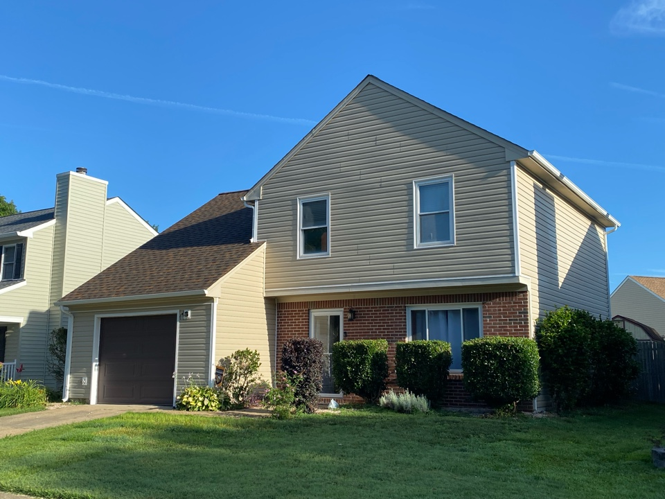 Virginia Beach, VA - An other complete siding replacement with savanna wicker certainteed