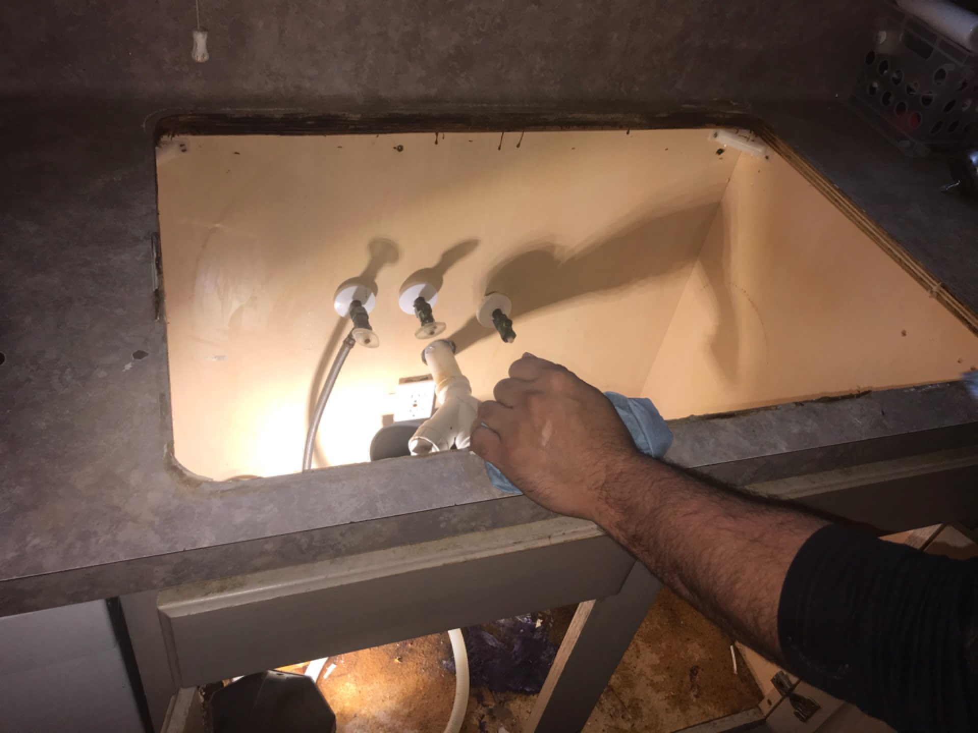 Fresno, TX - Free plumbing inspection, kitchen sink, garbage disposal and emergency stops replacement
