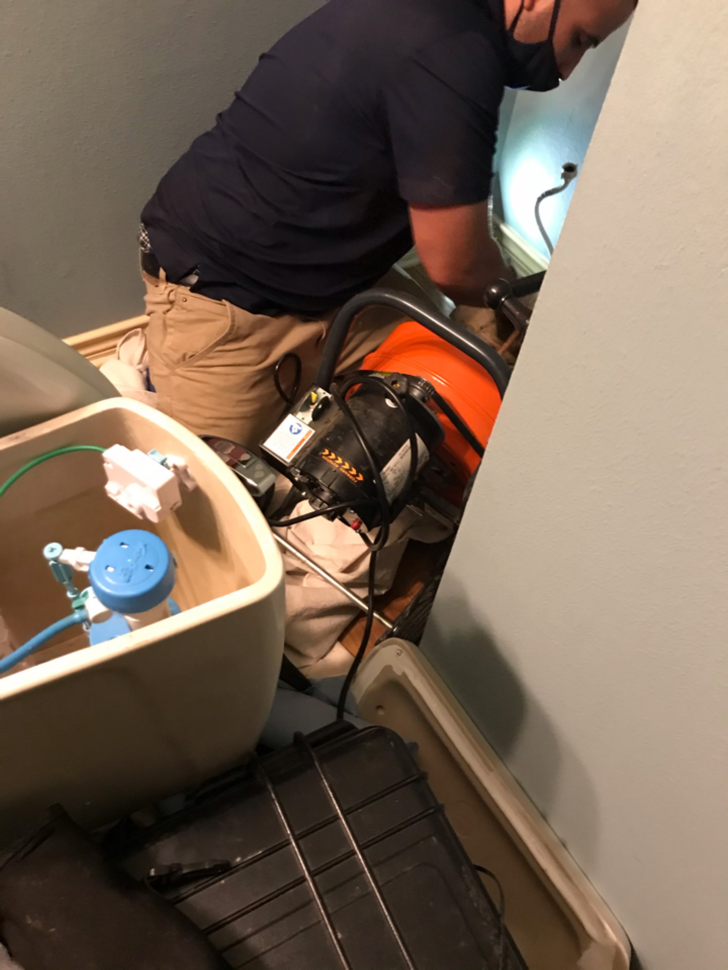 Friendswood, TX - Blockage at toilet caused damage in living room carpet. Pulled and ran cable  reset toilet in hall bath