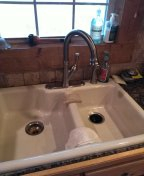Hernando, MS - Tighten up the kitchen faucet