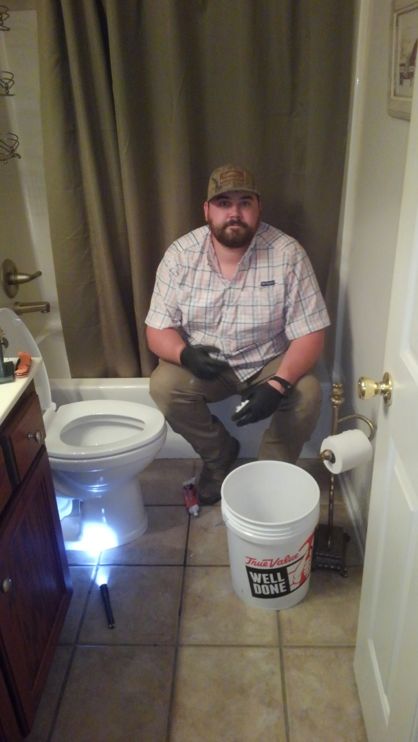 Tunica, MS - Set new toilet for home owner